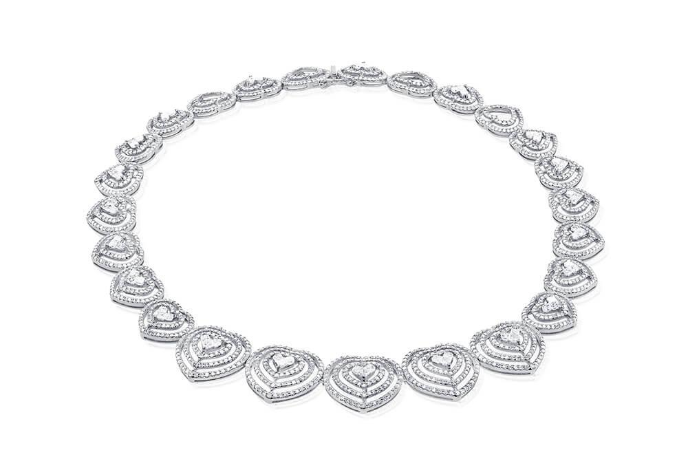 Dijamantske ogrlice, Maestro