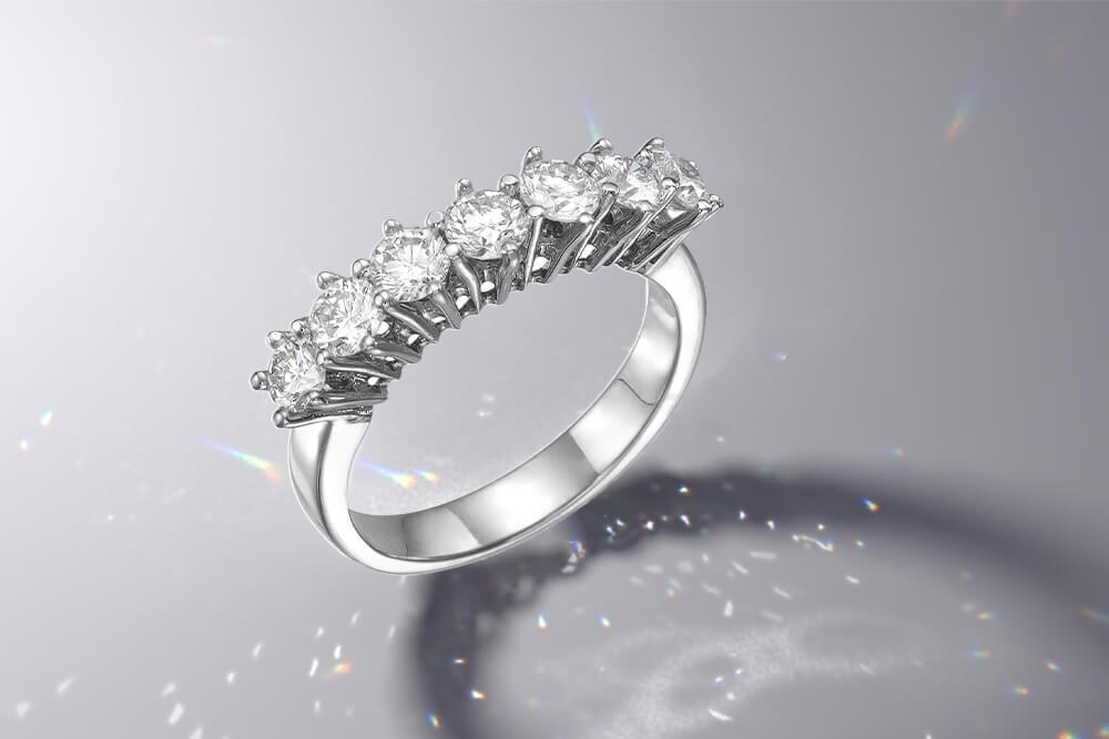 Dijamanti uz malu crnu haljinu